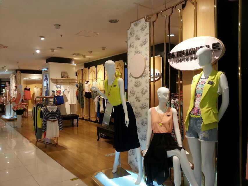 马克华菲创意都市女装店铺展示