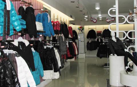 艾莱依羽绒服专卖店品牌旗舰店店面