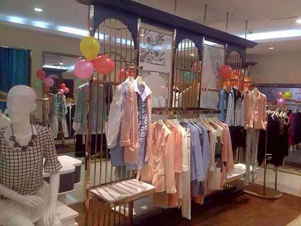 【实图】丽芮 女装店面形象设计_丽芮 女装专卖店橱窗