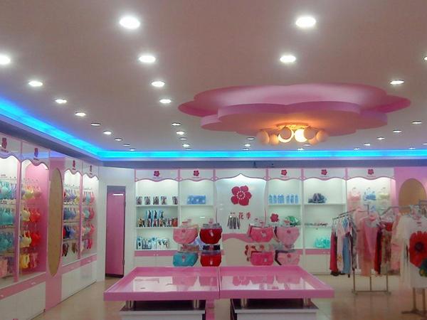 桃花季女士内衣店铺展示