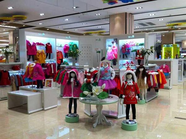 汪小荷童装店铺展示品牌旗舰店店面
