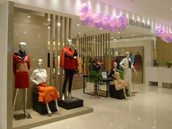 纽方品牌店面形象设计_纽方女装专卖店橱窗陈列展示