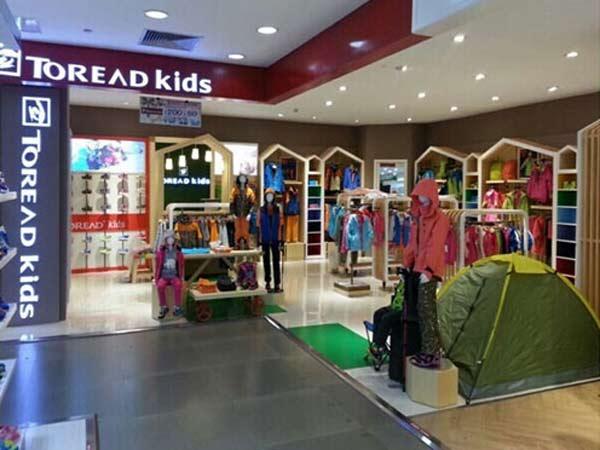 探路者童装&卡帕童装店铺展示