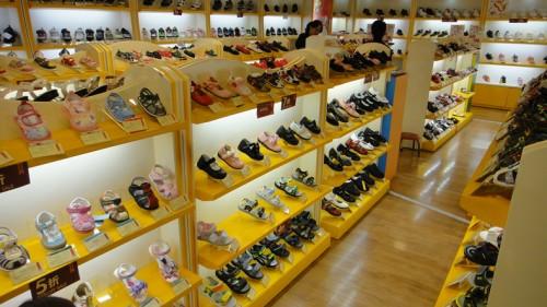 童鞋品牌排行榜_中国服装网 服装品牌 四季熊童鞋 店面形象  相关分类: 广东 广州