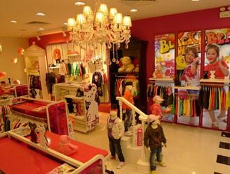 黑白熊时尚童装店铺展示