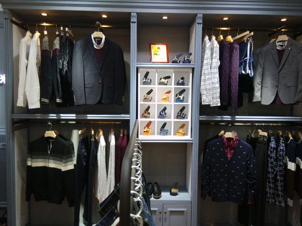 久久厘米品牌店面形象设计_久久厘米男装专卖店橱窗