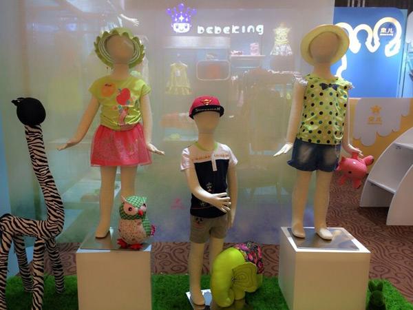 皇儿童装专卖店