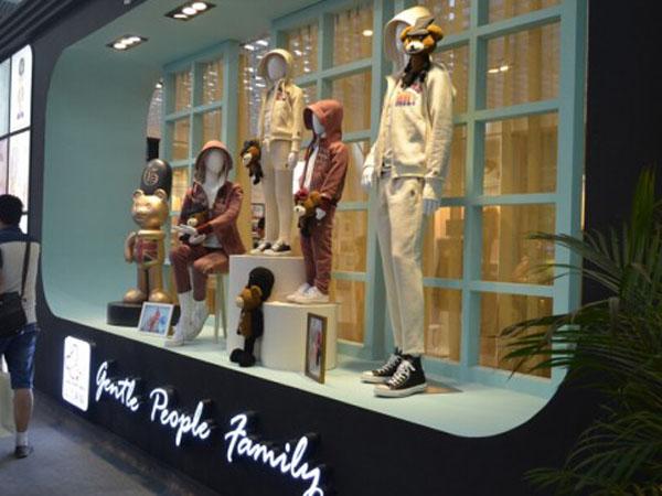 上流贵族亲子装店铺展示