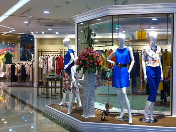 玳莎时尚女装店展示