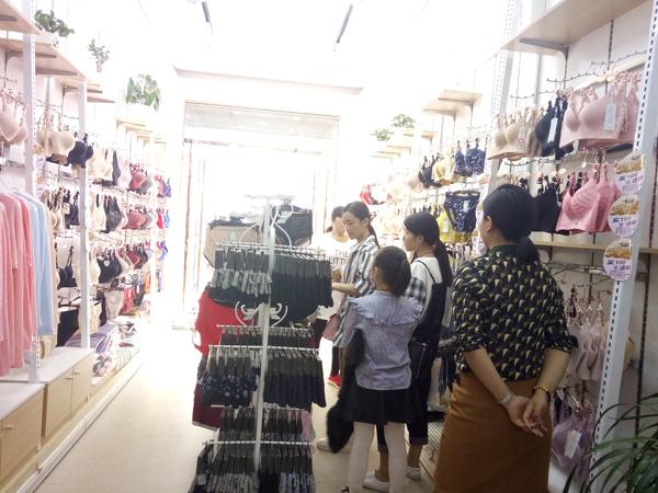 诗曼芬内衣店铺形象图