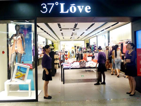 37度love女装专卖店铺图片