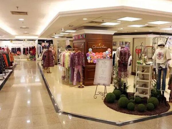 朝峰时尚女装店铺展示