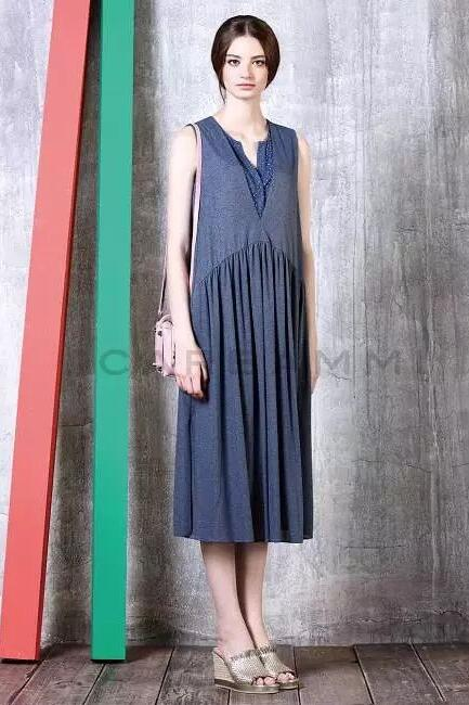 CARBANNI卡邦尼时尚女装 流行色搭配来袭