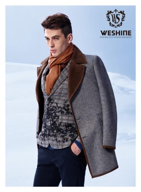 温纯休闲装款式好看吗?深色服装配什么围巾好看