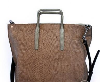 新款包包时尚来袭 素人手工包低调奢华