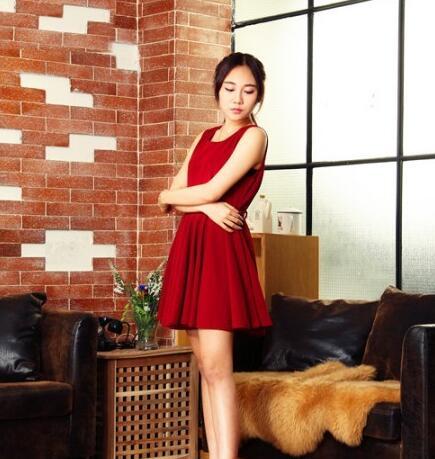 摩卡汇女装时尚分享:超减龄搭配 带你重走青春路