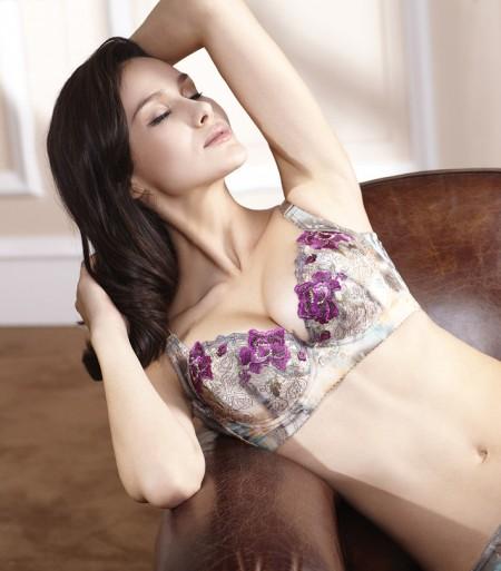 女性高贵优雅气质 要有一件熙媄刺绣内衣来衬