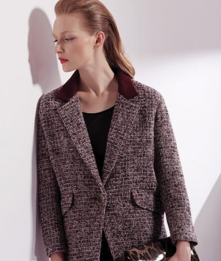 佳莉丝女装带来欧美复古风单品 麻花色西服驼色大衣搭配