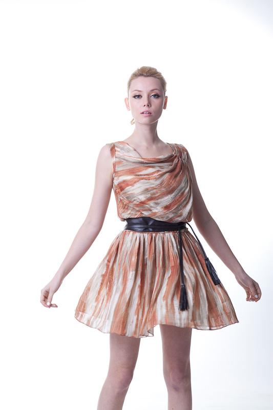 电视台主持人指定着装品牌风格优雅时尚幸福在线诚邀加盟