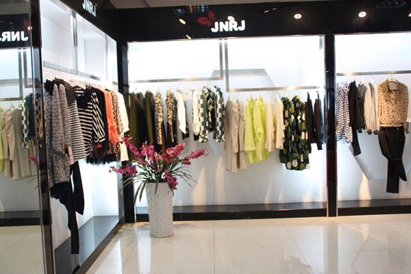 江南人家女装店铺展示