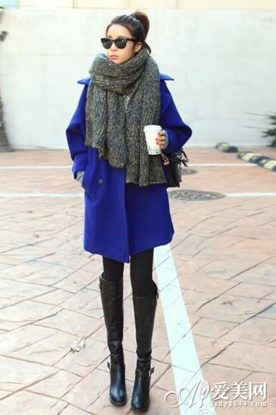 挎包       示范搭配:宝蓝色呢子大衣+黑色打底裤