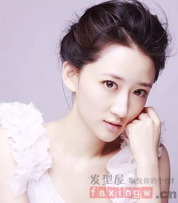 无刘海发型扎法 展现更加清新动人美女