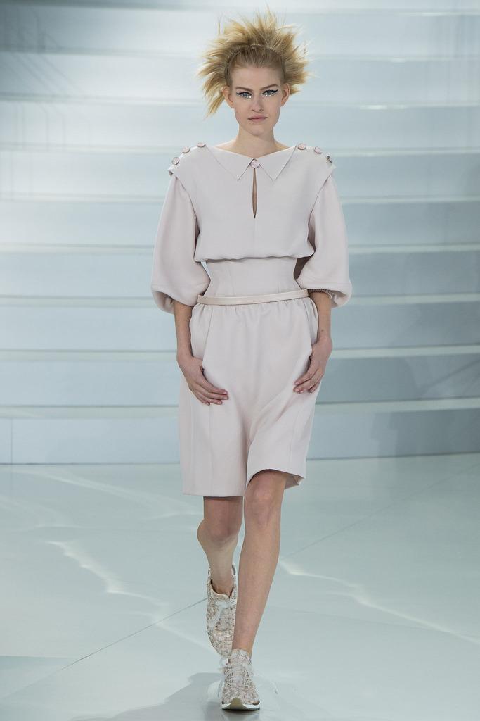 当地时间1月21日,chanel(香奈儿)于巴黎发布2014春夏高级定制系列时装