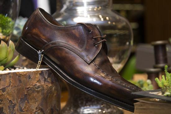 整体的装修将西方欧式的低调奢华和现代简约的时尚