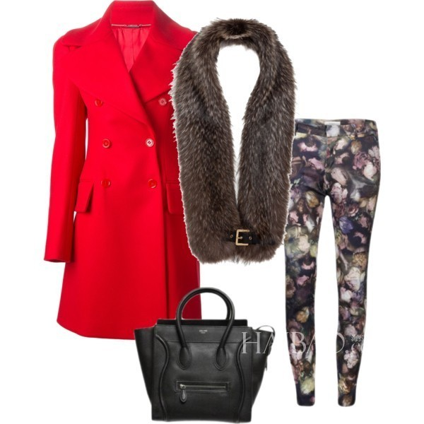 红色大衣搭配印花紧身裤+皮草围巾