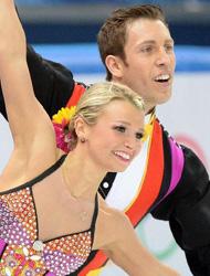 冬奥会冰场时装秀 盛装也能旋转