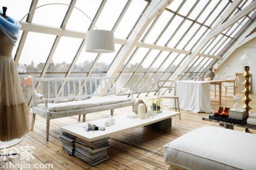 这是一位室内设计师的自住房屋哦,超大面积天窗,超大范围运用白色