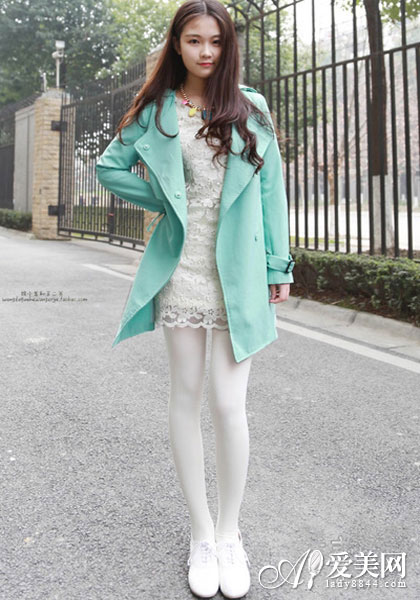 +白色打底裤+白色皮鞋