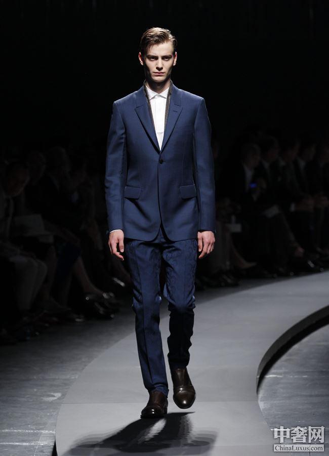 列 6点以后的男士晚装第九页晚装 男士 Suit Broken 杰尼亚 服装院校