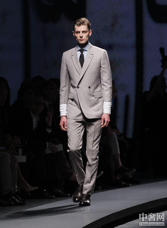 列 6点以后的男士晚装第十一页晚装 男士 Suit Broken 杰尼亚 服装院