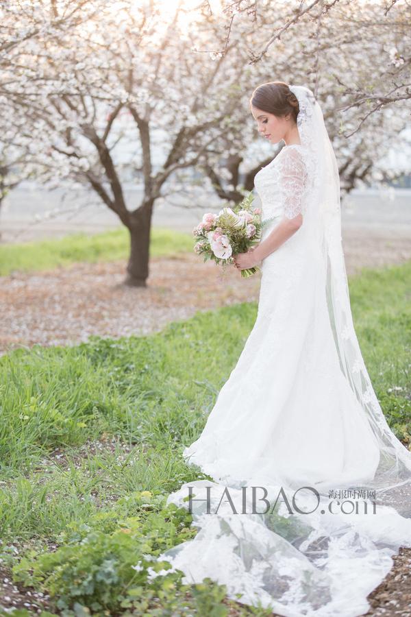 春夏户外花园婚纱照拍摄灵感:浪漫鱼尾白纱打造优雅气质新娘!