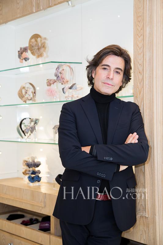 设计师亚历山大·施华利 (Alexandre Zouari)