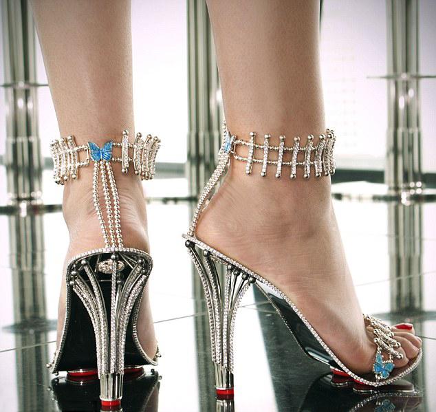英国顶级设计师打造天价钻石高跟鞋
