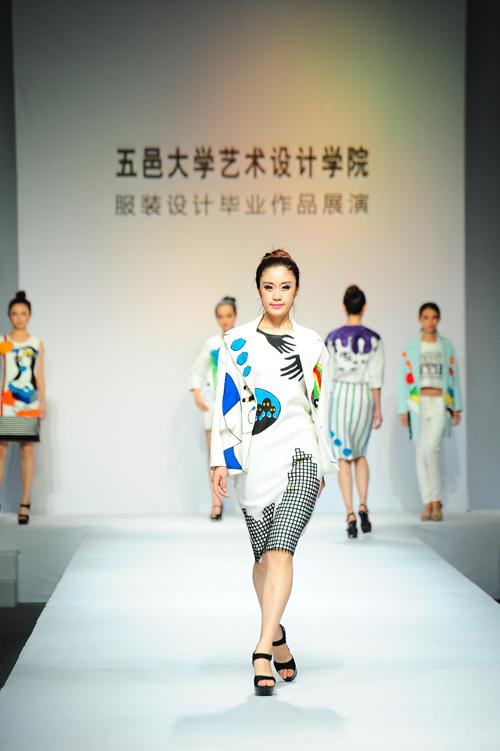 五邑大学艺术设计学院服装设计毕业作品展演