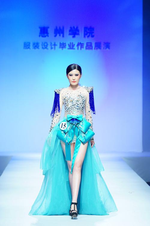 2014中国(广东)大学生时装周:惠州学院服装设计毕业作品展演