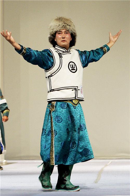 蒙古族服饰艺术节推动蒙古袍走向繁荣