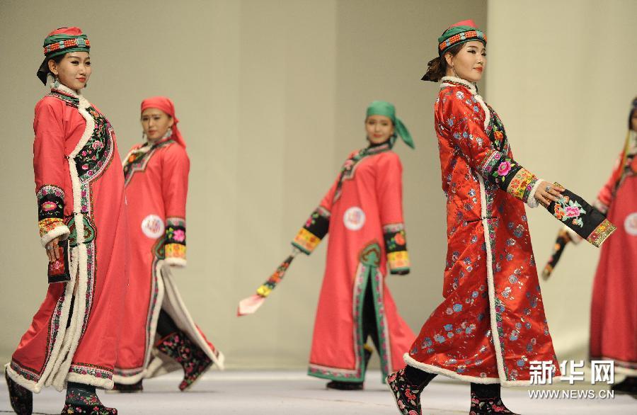 蒙古族传统服饰亮相第十一届艺术节图片