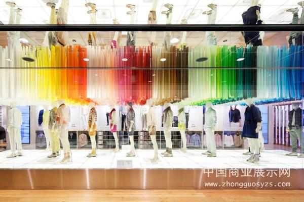 日本優衣庫服裝店面設計