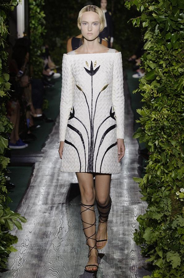 中国服装网 时尚资讯 秀场 直击巴黎高定时装周:valentino华伦天奴
