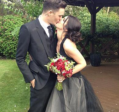 告别单调 10位明星示范结婚就要穿彩纱