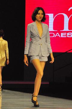 西班牙时装品牌时尚发布