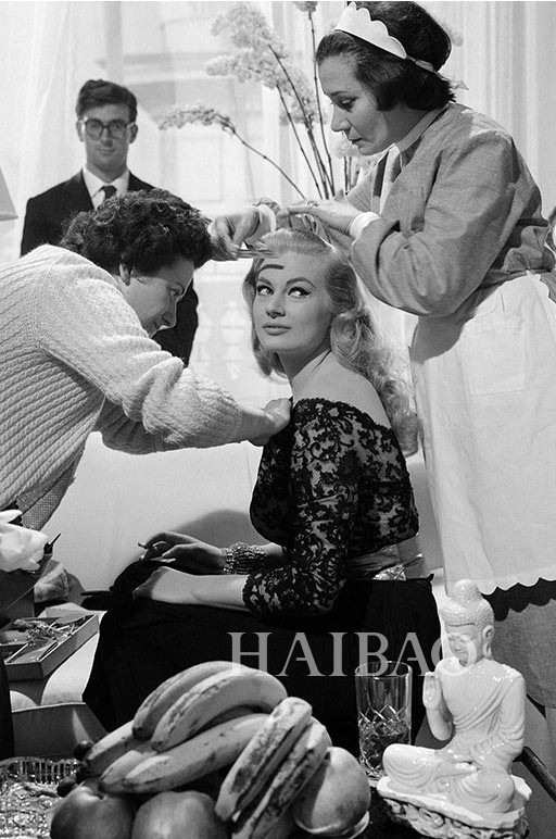 安妮塔·艾克伯格在《甜蜜的生活》 (LA DOLCE VITA,1960年) 的拍摄现场