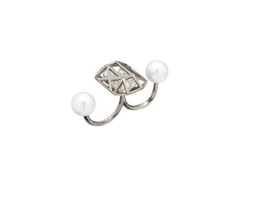 指尖新风潮 十款珍珠戒指的街拍搭法