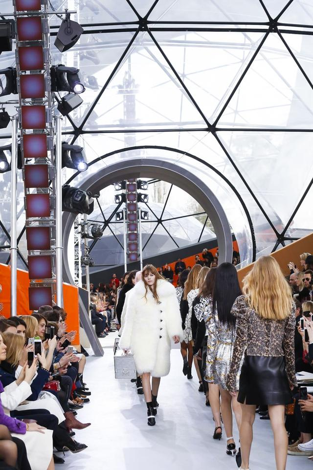 Louis Vuitton都市旅行 坏女孩走四方
