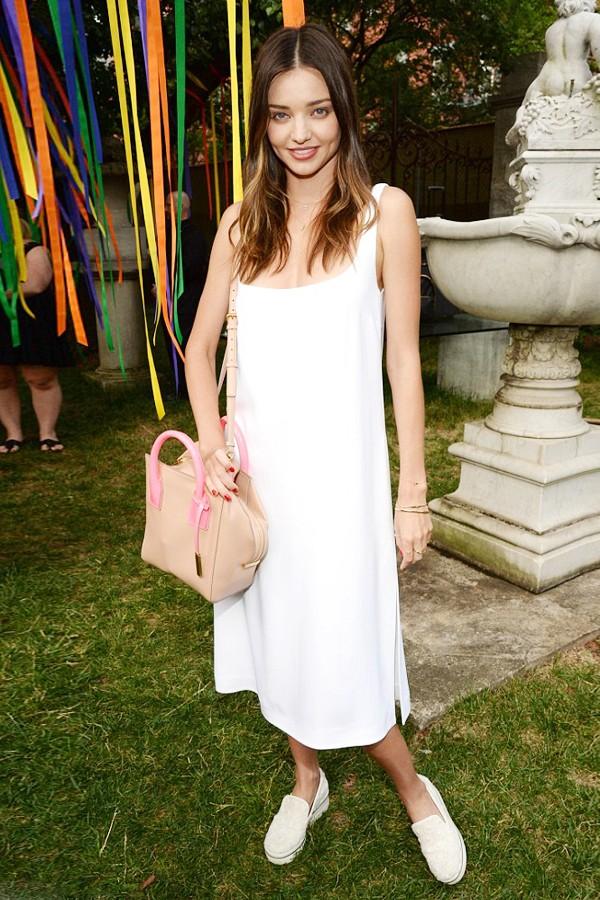 米兰达·可儿一身白裙在纽约参加Stella McCartney2016春夏新品预览活动