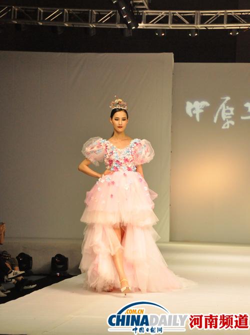 中原工学院举行2015届毕业生服装设计作品展